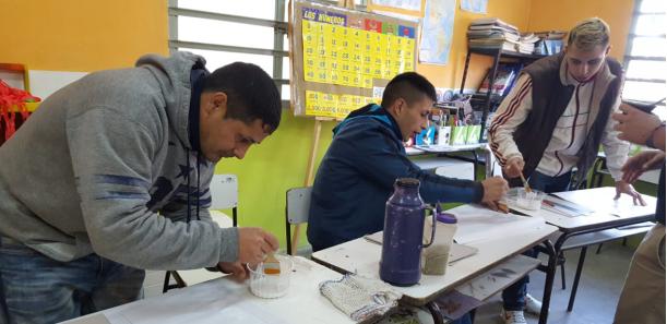 Taller de elaboración de Papel Artesanal en la Unidad Penitenciaria de Magdalena
