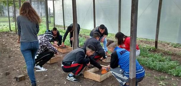 Docentes y estudiantes de la Facultad en un proyecto de extensión