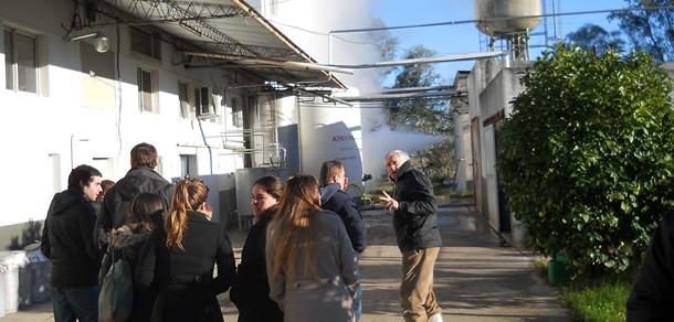 Estudiantes y Docentes del Curso optativo de Productos Lácteos visitaron LACTAR