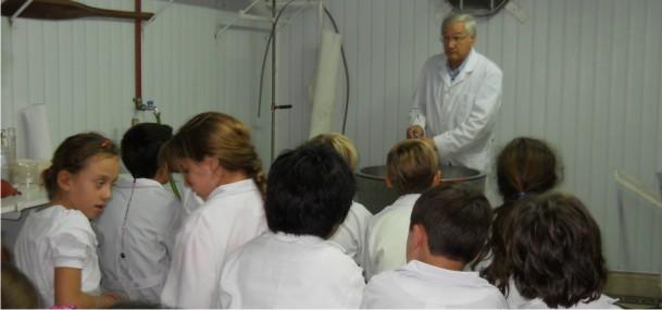 """Visita a nuestra Facultad de estudiantes de la Escuela Graduada """"J. V. González"""""""