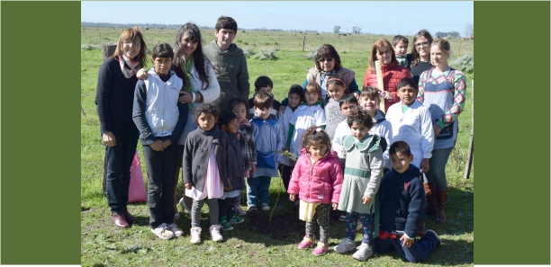Enseñando los beneficios de los árboles en escuelas de Brandsen