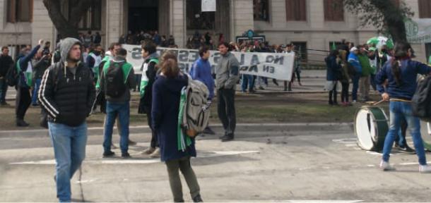 La Facultad repudia los despidos en el Ministerio de Agroindustria de la Nación