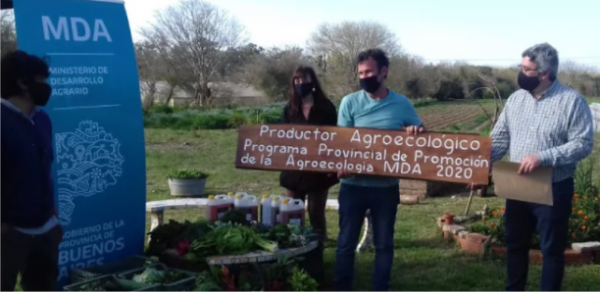 Entrega de Bioinsumos a los primeros productores agroecológicos registrados