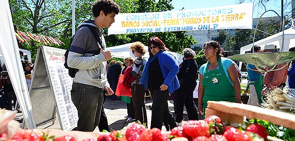 """6º aniversario de la Feria de Productores Familiares """"Manos de la Tierra"""""""
