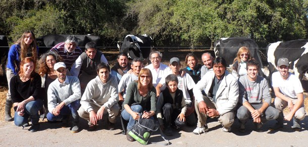 Visita guiada para productores tamberos al Tambo Santa Catalina. UNLP.