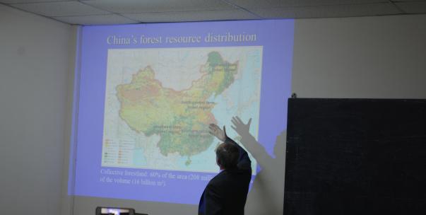 Charlas sobre la actividad foresto industrial en China