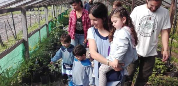 Visita del jardín N°952 a la Unidad de Vivero Forestal
