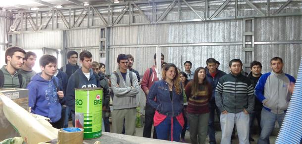Estudiantes visitaron planta de cultivo